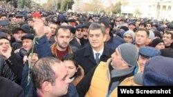 Əli Kərimli tərəfdarları ilə birgə
