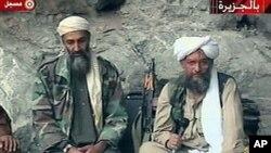 Daga hagu tsohon madugun al-Qaida Osama bin Laden, san nan magijinsa Ayman al-Zawahiri daga hnaun dama.
