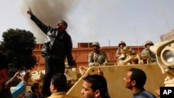 Protesters and Egyptian troops in Cairo