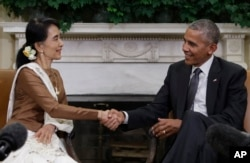 President Barack Obama and Myanmar's leader Aung San Suu Kyi shake hands as they speak to media at the conclusion of a meeting in the Oval Office of the White House in Washington, Sept. 14, 2016.