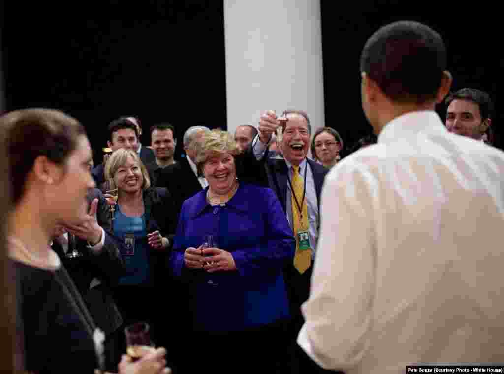 Les conseillers de Barack Obama célèbrent le succès de la loi sur l'assurance maladie, Washington, le 21 mars 2010.(White House/Pete Souza)