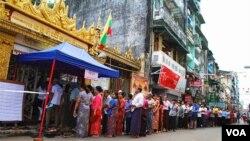 2015年緬甸大選,昂山素姬的民盟取得了壓倒性胜利。(2015年11月8日,美國之音朱諾拍攝)