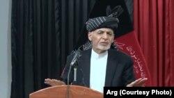 رئیس جمهور غنی حین سخنرانی در میان بزرگان در شهر کندهار