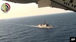 Máy bay và tàu Ai Cập đang tìm kiếm chiếc máy bay EgyptAir gặp nạn trên biển Địa Trung Hải ngày 19/5/2016.