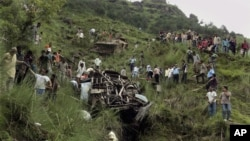 Indians perform rescue work near a wrecked bus that plunged into a deep gorge in Himachal Pradesh state, about 620 kilometers (385 miles) north of New Delhi, India, August 11, 2012.