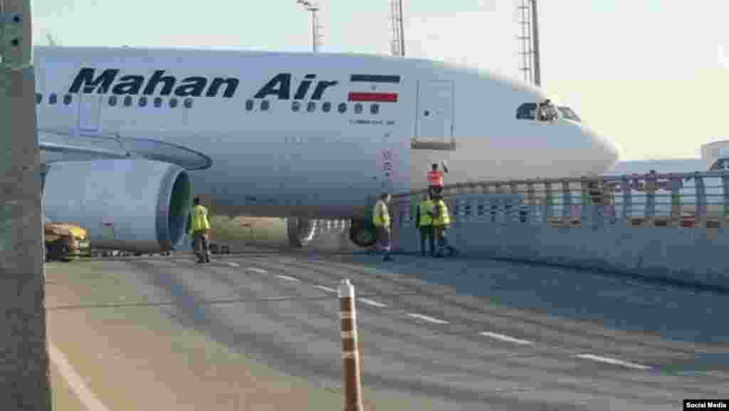 رسانه های ترکیه از سانحه برای یک هواپیمای مسافربری شرکت هوایی ماهان ایر در فرودگاه آتاتورک استانبول خبر داده اند هواپیمای ایرانی بعد از فرود در باند این فرودگاه، با گاردریل کنار جاده برخورد کرده است. گزارش رسانه های محلی در استانبول، اشاره ای به تلفات انسانی نداشته اند.