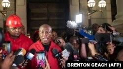 Julius Malema speaks to journalists - EFF - South africa - Afrique du Sud