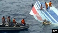 Foto de archivo de las operaciones de rescate de la fuerza naval brasileña en el Océano Atlántico, en 2009.