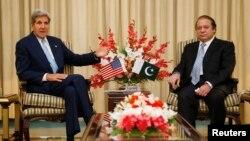 امریکی وزیر خارجہ کی پاکستانی وزیراعظم سے ملاقات (فائل فوٹو)