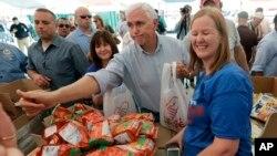 美國副總統8月31日週四在德州休斯頓讚揚志願者。