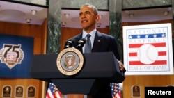 Barack Obama visitó el Salón de la Fama y Museo del Béisbol en Nueva York, un sitio muy frecuentado por turistas.