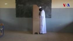 Le candidat d'opposition Soumaila Cisse vote au Mali