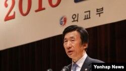 윤병세 한국 외교부 장관이 14일 서울 외교부에서 열린 2016년도 재외공관장회의에서 개회사하고 있다.