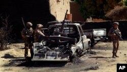 지난 1월 말리 디아빌리 근교에서 이슬람 무장세력의 폭탄 테러 공격으로 파괴된 차량.(자료사진)