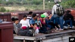 """México invertirá $150 millones de dólares en los próximos cinco años para evitar que """"La Bestia"""" sea usado por migrantes."""