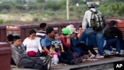 El presidente Barack Obama se reunió en la Casa Blanca con miembros del Caucus Hispano del Congreso sobre las medidas que está pidiendo al solucionar la crisis fronteriza.