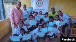 Calisto do Nascimento visitando uma comunidade e sensibilizando os jovens para o processo da educação cívica