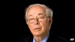 Barry Schweid reportó desde decenas de países a lo largo de su carrera por 56 años.