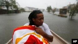 Nạn nhân bão Harvey được giải cứu bằng thuyền