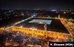 Pemandangan sebuah masjid di Kairo, Mesir. (Foto: VOA/H. Elrasam)