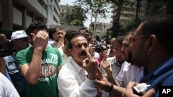 19일 이집트 카이로의 의회 주변 반군부 시위대.