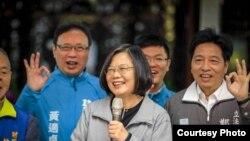 台灣總統蔡英文31日在一場造勢活動上講話。(民進黨競選總部提供)