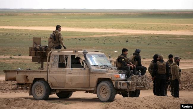 İŞİD-in son istehkamı sərt müqavimət göstərir