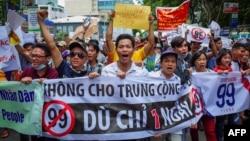 Nhiều cuộc biểu tình bùng ra ở Việt Nam hồi tháng Sáu.