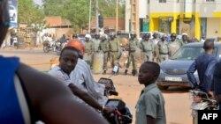 Des policiers anti-émeutes à Niamey, Niger, le 10 mai 2017.
