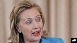 ທ່ານນາງ Hillary Rodham Clintonລັດຖະມົນຕີການຕ່າງປະເທດ ສະຫະລັດ ກ່າວຖ້ອຍຖະແຫລງທີກະຊວງການຕ່າງປະເທດທີ່ກຸງວໍ ຊິງຕັນ ໃນລະຫວ່າງການເປີດເຜີຍລາຍງານປະຈໍາປີວ່າດ້ວຍການ ຕໍ່ຕ້ານການລັກລອບຄ້າຂາຍມະນຸດໃນເອເຊຍ ວັນທີ 27 ມິຖຸນາ 2011