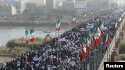 En más de una semana de disturbios, 22 personas han muerto y más de 1.000 han sido arrestadas, según funcionarios iraníes, en medio de las mayores protestas antigubernamentales en el país islámico en una década.