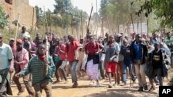 布隆迪示威者游行,反对恩库仑齐扎总统谋求第三个任期(2015年6月10日)