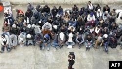 Dân Tunisia chạy đến đảo Lampedusa của Ý