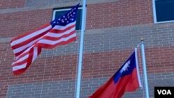 Cờ Đài Loan và Hoa Kỳ.