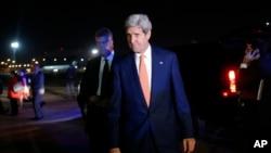 美國國務卿克里在中東斡旋停火。