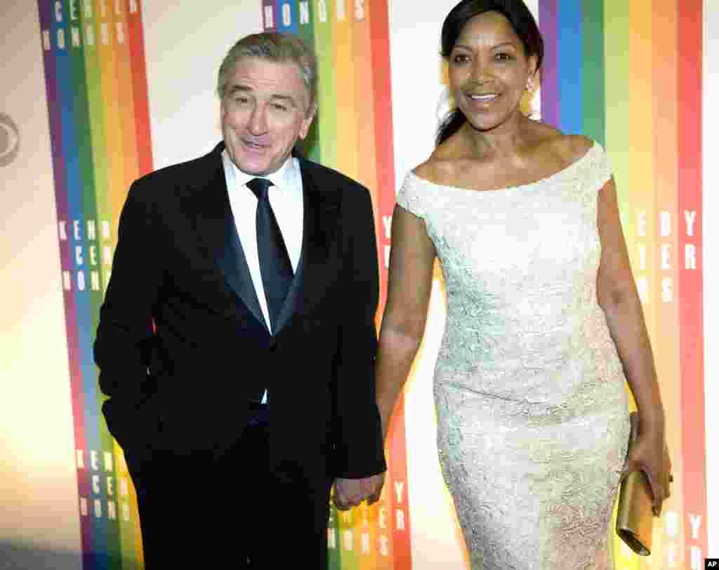 El actor Robert DeNiro llegó a la premiación acompañado de su esposa, Grace Hightower.