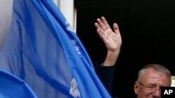 Poslanik Vojislav Šešelj je u više navrata u javnosti na nepristojan način napadao neistomišljenike, Foto: AP Photo/Darko Vojinovic