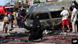 Hiện trường sau một vụ đánh bom xe tại Basra, phía đông nam thủ đô Baghdad, ngày 29/7/2013.