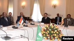 Presiden Sudan Omar Hassan al-Bashir (kiri) dan PM Ethiopia Hailemariam Desalegn dalam pembicaraan di Addis Ababa, Ethiopia (5/1).