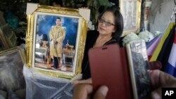 Pòtrè nouvo wa Thailand lan Prens kouwone Vajiralongkorn, nan Bangkok, Thailand, Jedi, 1 desanm 2016.