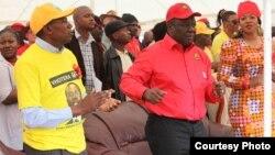 Former Prime Minister and MDC-T leader Morgan Tsvangirai and Mavambo Kusile Dawn party leader Simba Makoni preparing to address people at Sakubva Stadium, Mutare, Manicaland Province in June, 2013. (File Photo)