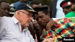 Ông Lungu thuộc Mặt trận Ái quốc (phải) và quyền Tổng thống Guy Scott tại Lusaka, ngày 19/1/2015.