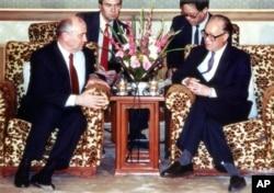 1989年5月16日,苏联领导人戈尔巴乔夫和中国总书记赵紫阳举行会谈。