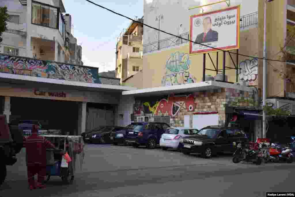 Lübnan, seçimlere ekonomik kriz, günlük hayatın rutini haline gelmiş olan elektrik kesintileri, işsizlik, yolsuzluk ve ülkeyi özellikle İran ile Suudi Arabistan'ın müdahalesine açık hale getiren siyasi dengeleri nedeniyle tartışmaların gölgesinde hazırlanıyor.