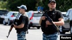 2014年7月28日親俄武裝分裂分子烏克蘭東部站崗