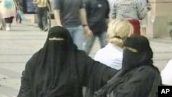 A Camara Baixa do Parlamento Frances Votou a Proibição da Burqa