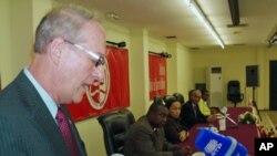 Christopher McMullen, embaixador dos Estados Unidos em Angola, num discurso recente em Luanda (foto de arquivo)