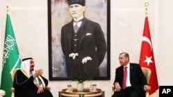 دیدار ملک سلمان پادشاه عربستان (چپ) با رجب طیب اردوغان رئیس جمهوری ترکیه در آنکارا - ۲۳ فروردین ۱۳۹۵