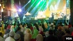 Suasana Festival Jazz Ramadan 2013 di Masjid Cut Meutia, Jakarta Pusat. (VOA/Iris Gera)