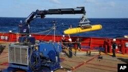 Amerika Serikat mengatakan hanya akan meminjamkan kapal selam tanpa awak Bluefin-21 untuk satu bulan lagi dalam pencarian pesawat MH370.